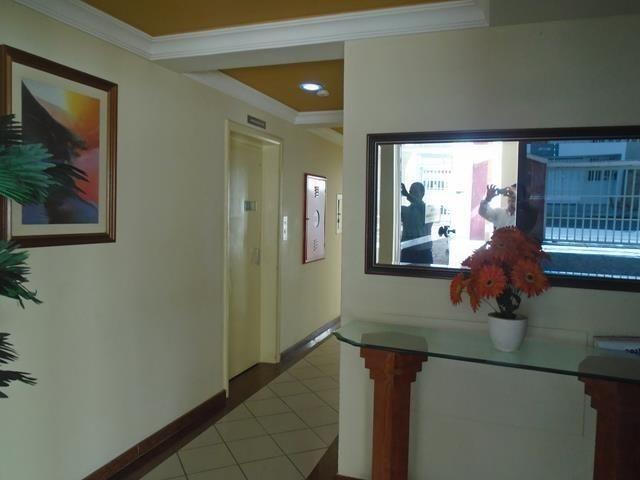 Apto 2 qts c/ 1 suíte, varanda, elevador, dce, a poucos mts da Praia do Morro