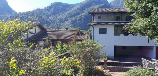 Casa com 5 dormitórios em Petrópolis