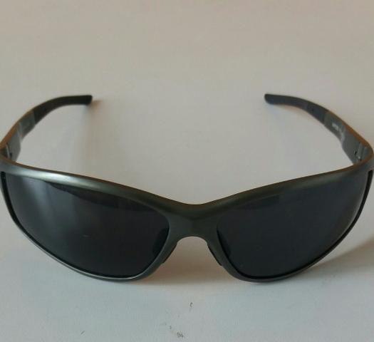 Óculos Triton de sol original - Bijouterias, relógios e acessórios ... cc039385bd