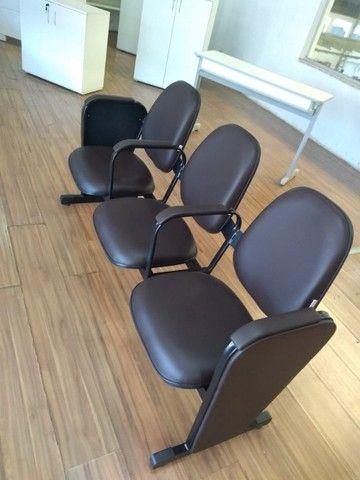 cadeiras longarina de igrejas