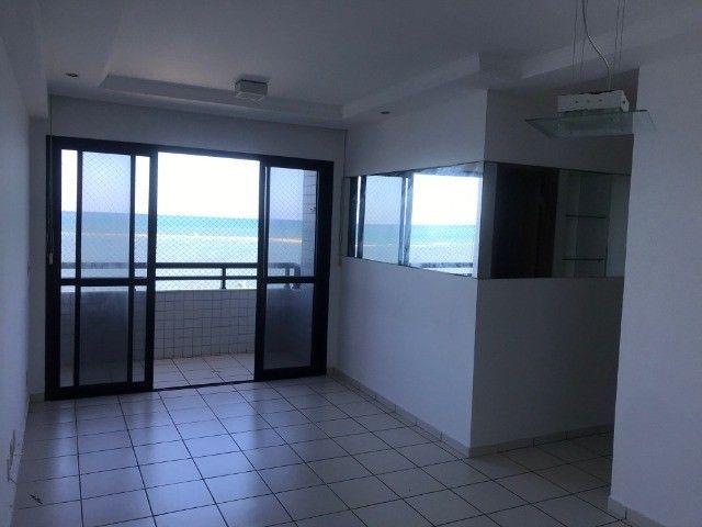 Apartamento beirar mar com piscina - Foto 13