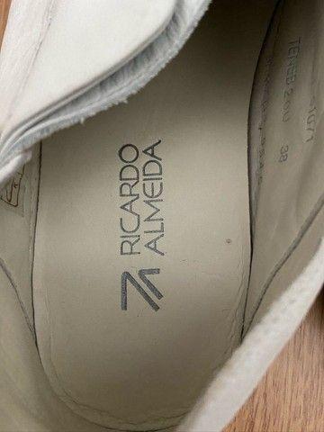 tênis slip on elástico - ricardo almeida - original 38 - couro - branco - usado 1 vez - Foto 2