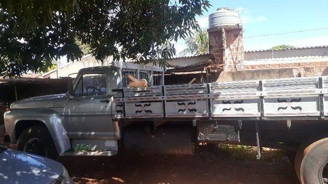*Vendo caminhão* F11000 Carroceria