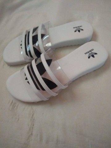 Vendo uma sandália rasteirinha Adidas - Foto 2