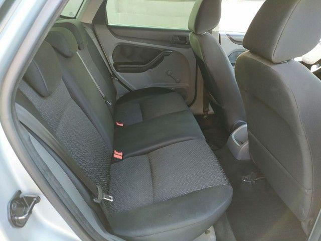 Ford Focus 1.6 Hatch 2011  - Foto 13