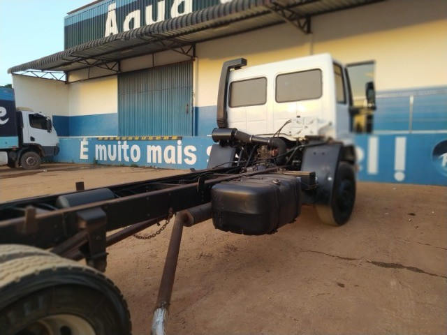 Ford Cargo 1421 - Ano/Mod.: 2001 - Foto 2