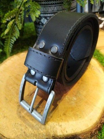 Cintos masculinos em couro, lona, cadarço a partir de R$40,00 - Foto 6
