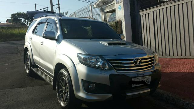 TOYOTA HILUX SW4 2013 7LUGARES DIESEL