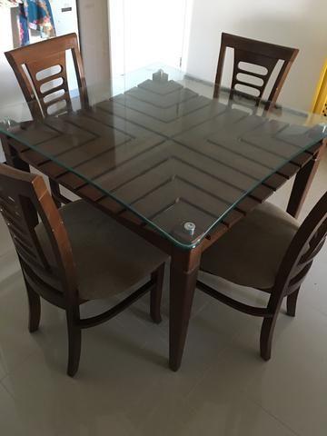 Mesa de Jantar com quatro cadeiras Jacaúna