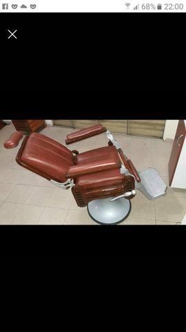 Vede_se cadeira de Barbeiro toda restaurada linda - Foto 2