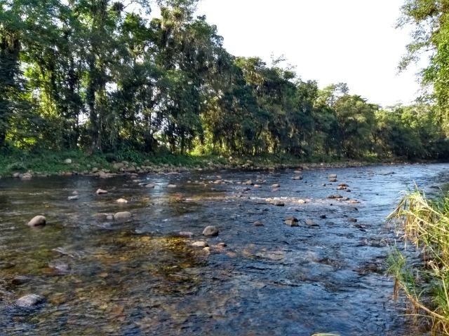 Área com 30 hectares com 600 metros de rio