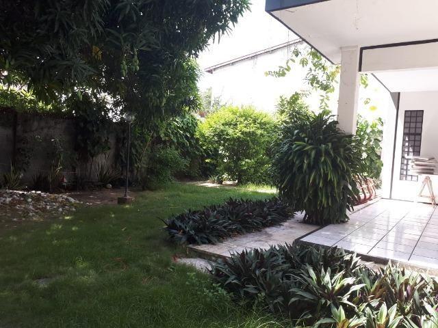 Casa grande em terreno de 22m x 33m, fins comerciais/residenciais - Foto 2