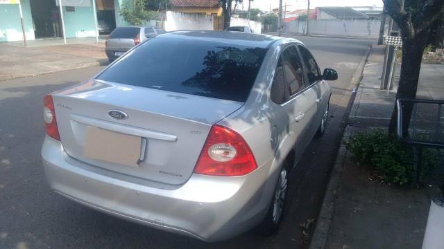 Ford Focus sedan se automático 2011