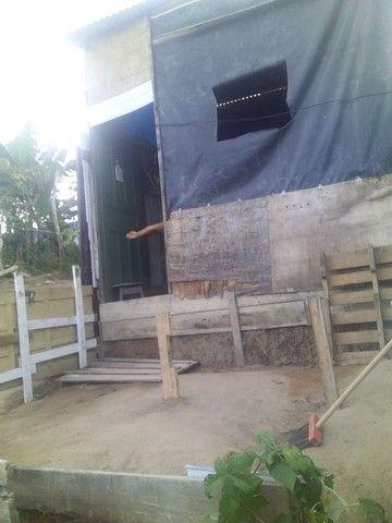 Vendo uma casa de madeira - Foto 2