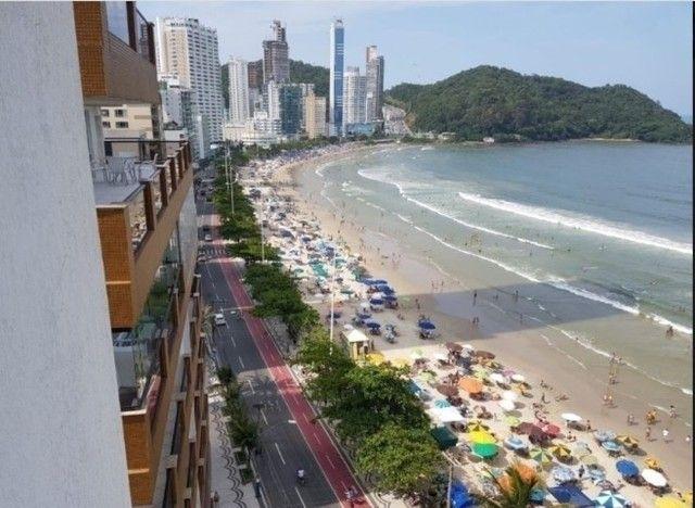 Oportunidade de Locação Anual, Apartamento Mobiliado, frente mar, 03 dormitórios (1suíte)