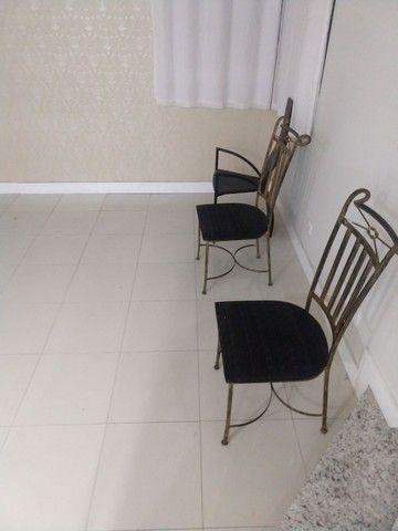 Vendo cadeiras de metal estofadas (unidade)