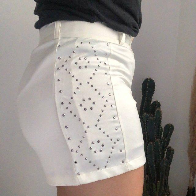 Shorts Branco com detalhes  - Foto 3