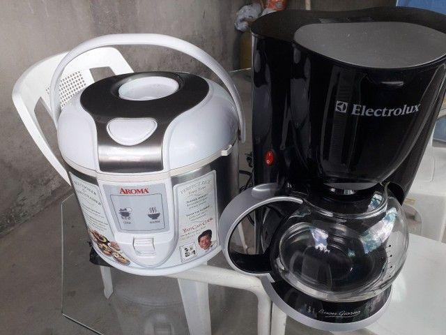 Vendo uma cafeteria e uma panela eletrónica as duas nova sem  uso