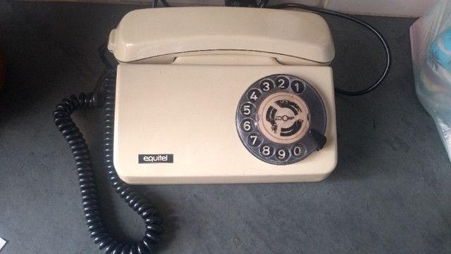 Telefone antigo - retro - Antiguidade