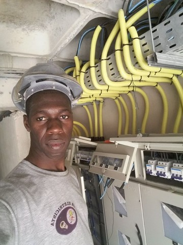 Jr eletricista com CNPJ zap *