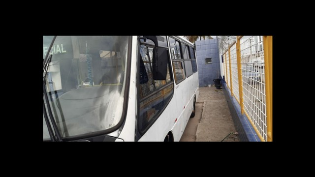 *Vendo microônibus* conservado - Foto 2