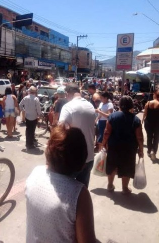 Passo ponto de comércio na Av Central em Laranjeiras