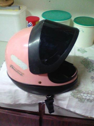 Vendo capacete sam marino rosa 80 reais .zap.99109-5677