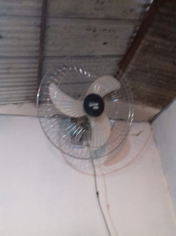 Vendo ventilador turfão de parede semi novo - Foto 2