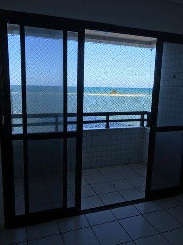 Apartamento beirar mar com piscina - Foto 2
