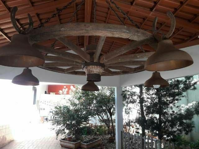 Mesa de madeira e luminária - Foto 5