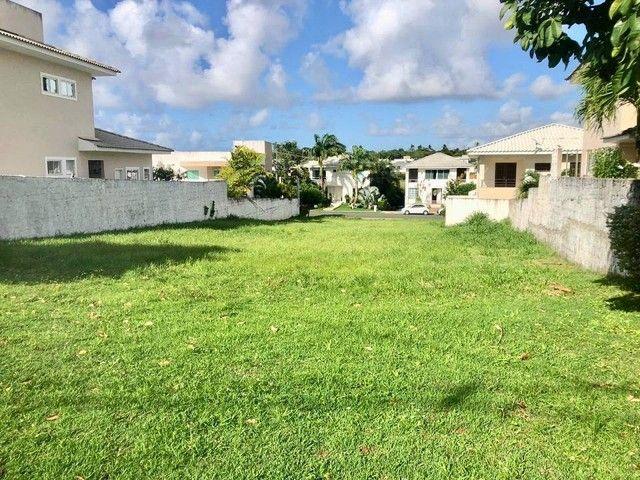 Lote para venda plano, nascente em ilha possui 504m² em Alphaville Litoral Norte 1 - Camaç - Foto 4