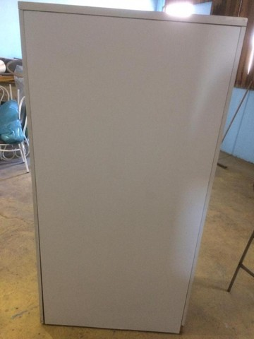 Armario duas portas branco com chave - Foto 5