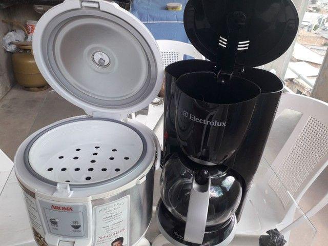 Vendo uma cafeteria e uma panela eletrónica as duas nova sem  uso  - Foto 2