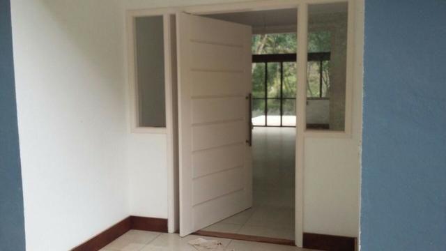 Excelente casa em condomínio 3 suítes - Itaipava -Petrópolis RJ - Foto 6