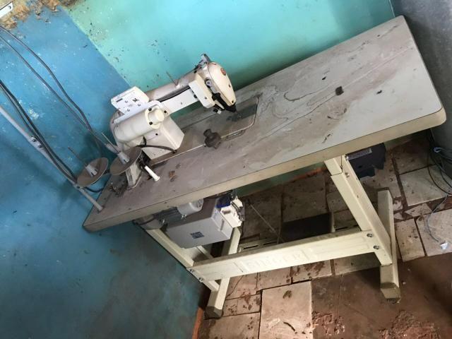 Máquina de costura singer reta
