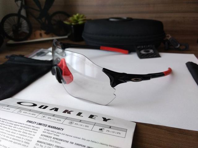 95a615d4c038c Óculos de Sol Esportivo Ciclismo Oakley EV Zero Fotocrático ...