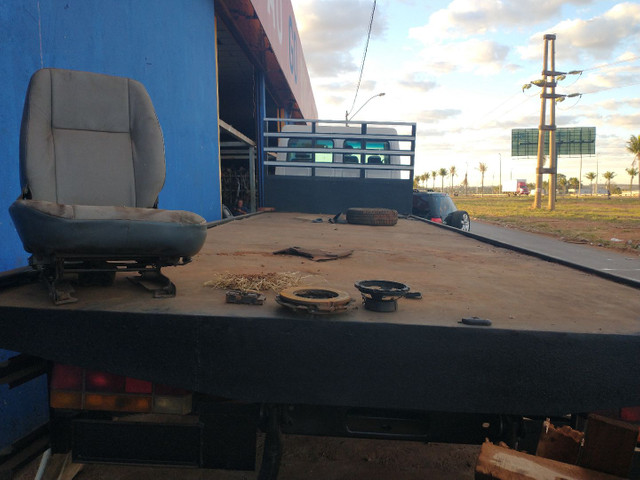 Ford cargo 1317 2009 revisado só avista  - Foto 2