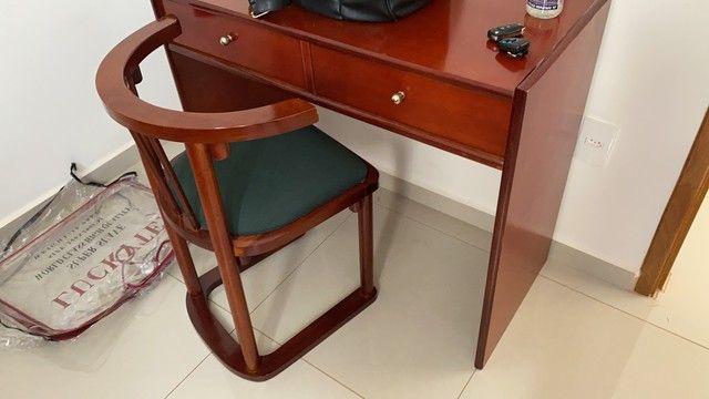 Escrivaninha com cadeira semi nova