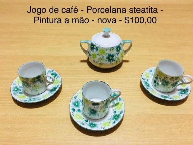 Jogo de café - Porcelana Steatita- -Pintura a mão- Anos 70  - 7 peças   - Foto 4