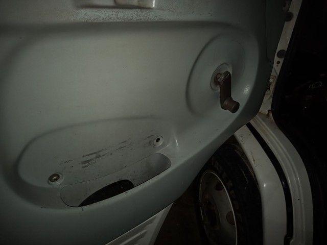 Vendo 710 ano 05/05 primeira toda revisada bau 6 metro e 20  - Foto 6