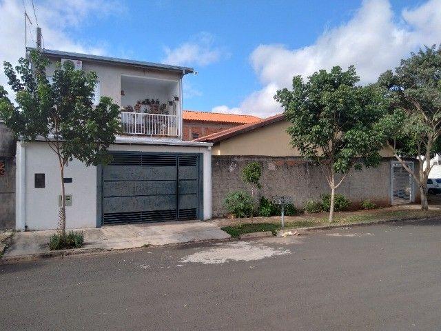 Vende-se ou troca-se duas casas no mesmo terreno