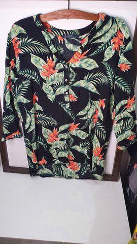 Camisa estampada com florais - Foto 2