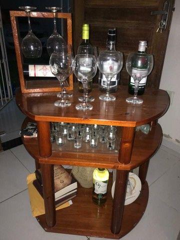 Rack em Madeira e Suporte de Vinho e taças...