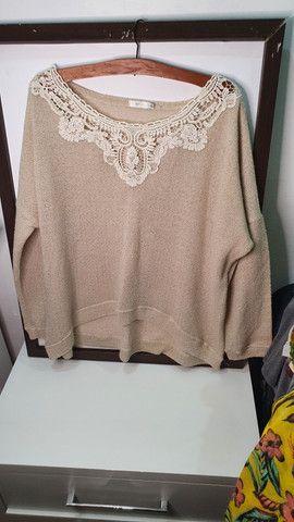 Blusa de manga cumprida com bordado - Foto 2