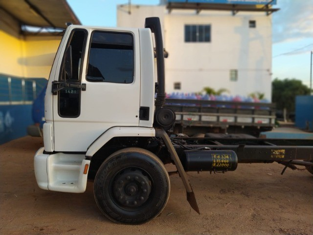 Ford Cargo 1421 - Ano/Mod.: 2001 - Foto 11