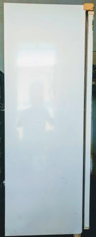 Vende-se uma geladeira cônsul de 340 litros