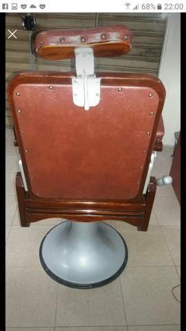 Vede_se cadeira de Barbeiro toda restaurada linda - Foto 3