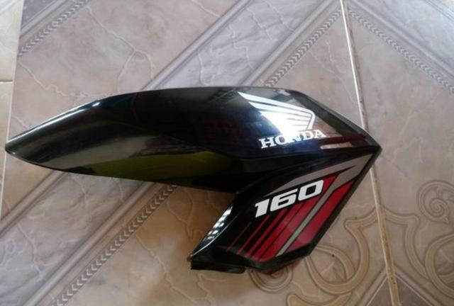 Aba lateral da Honda fan cg160 cor preta lado direito original de fabrica