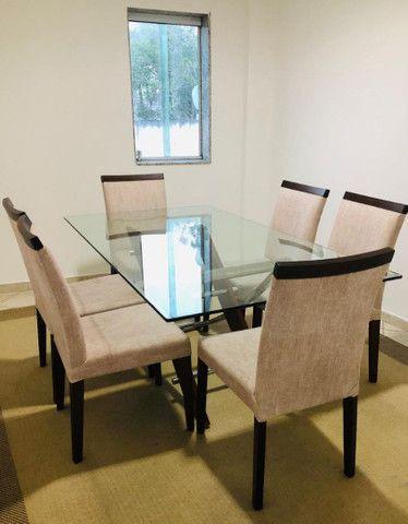 Mesa com 6 cadeiras e tampo de vidro de 12mm