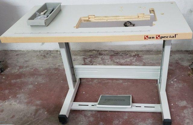 Mesa de máquina reta
